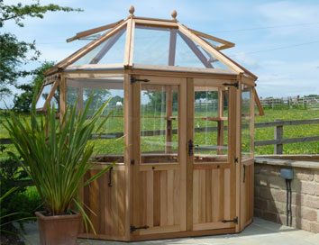 Round Greenhouse with Bayliss autovents and Sidevents