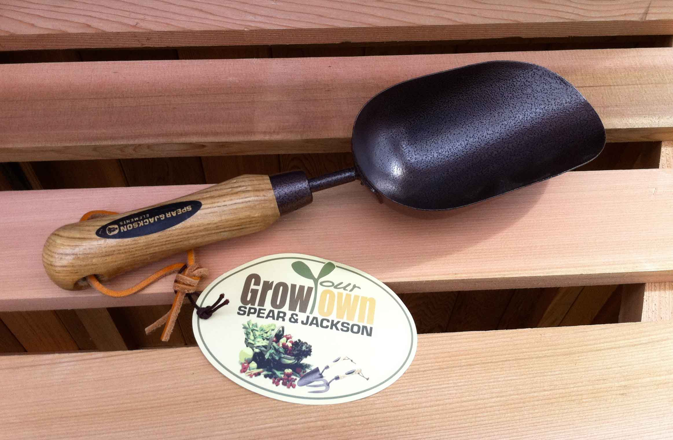 Spear and Jackson Greenhouse Soil Scoop