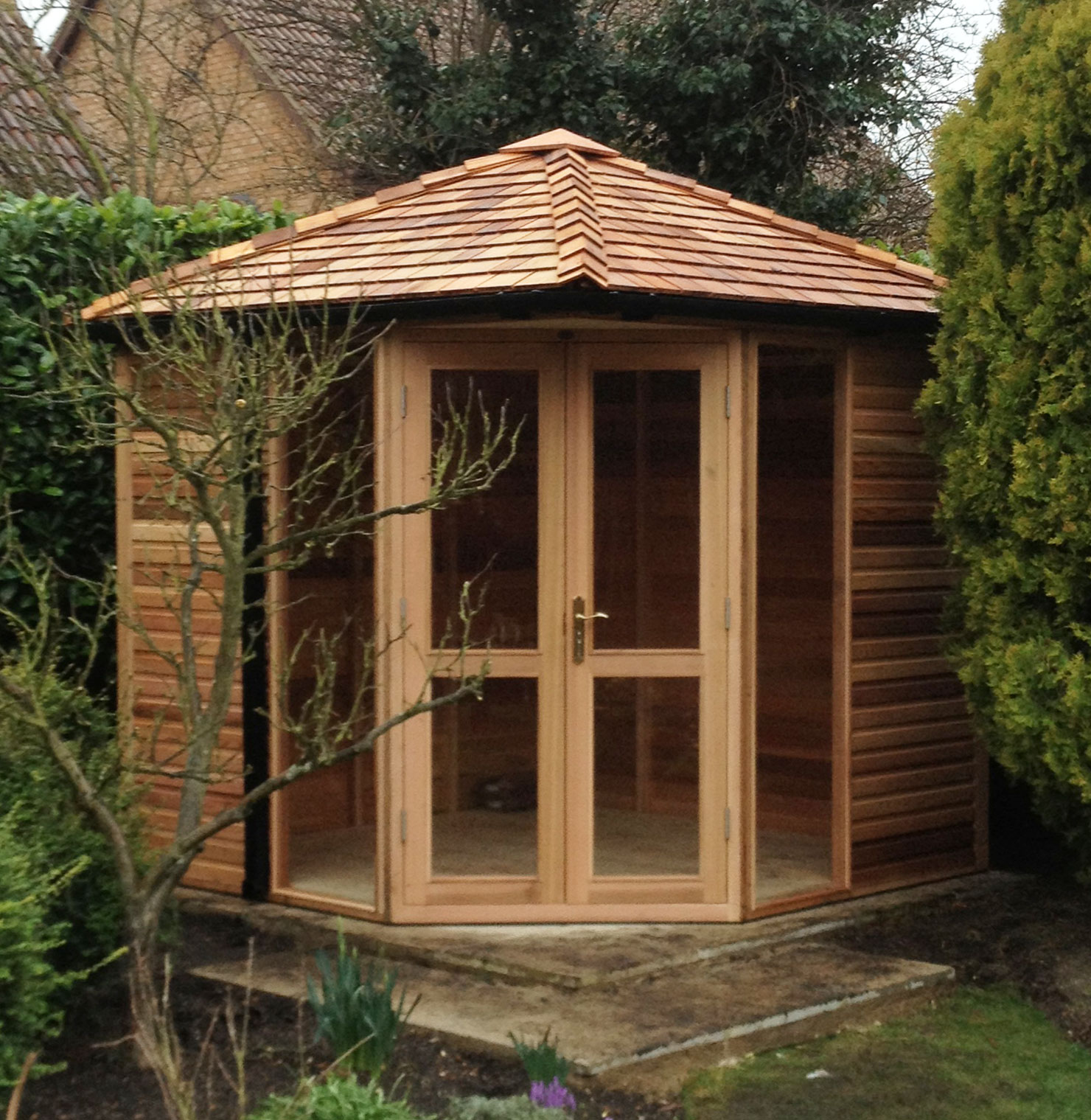Garden offices studios woodpecker joinery uk ltd for Cedar garden office