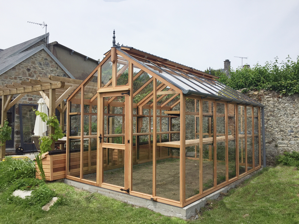 Charley Cedar Greenhouse installed in France