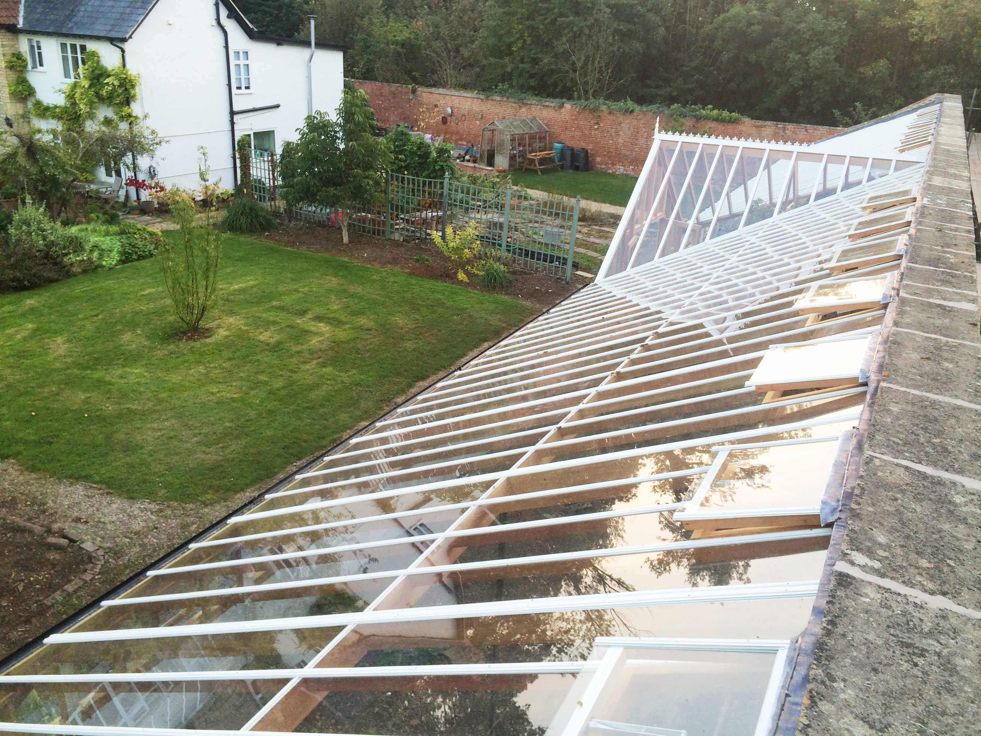 Greenhouse Maintinance Free Roof System