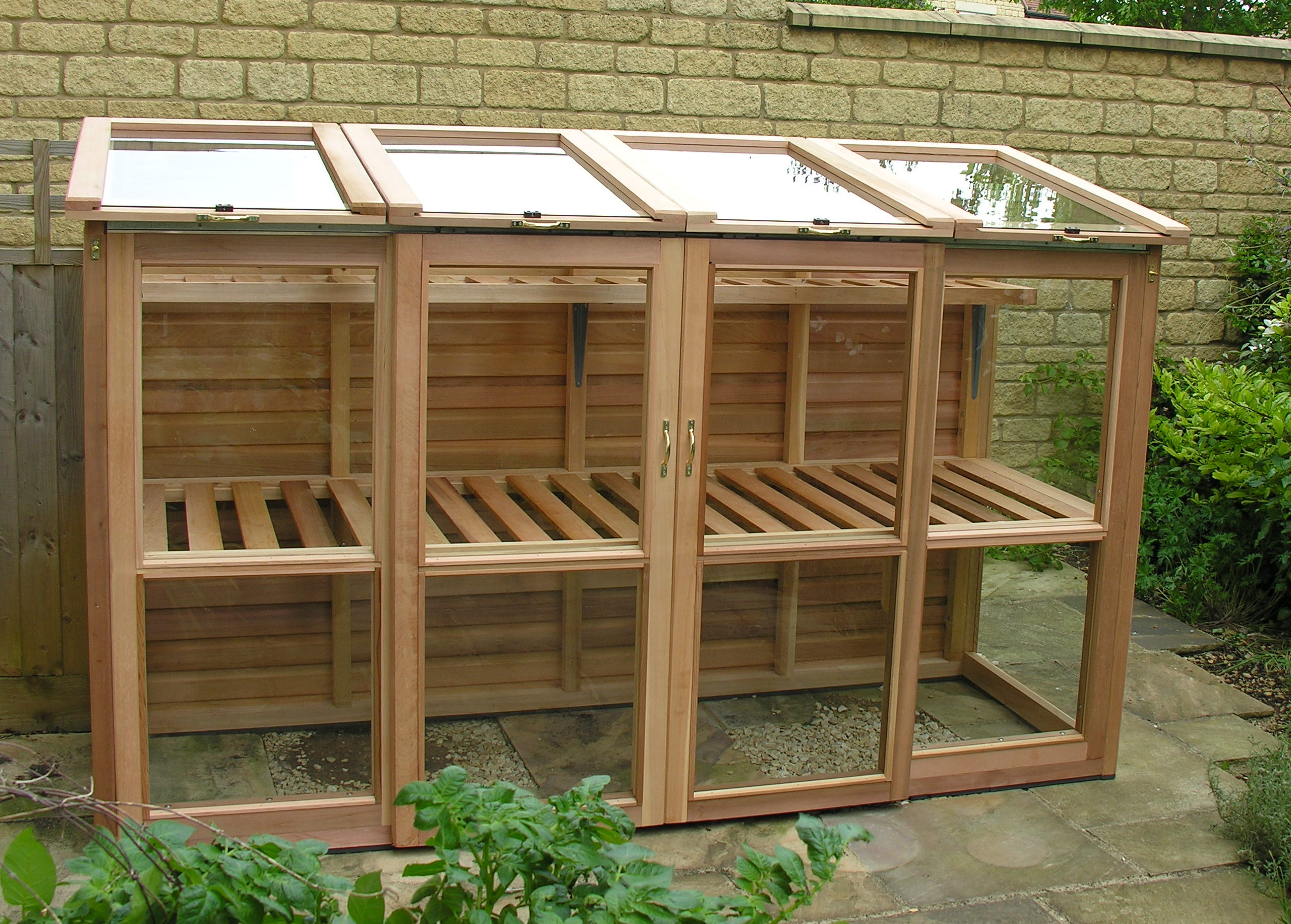 Cedar tall coldframe by woodpecker joinery - Serre en bois de palette ...